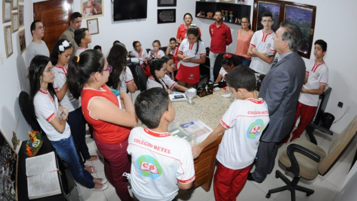 Estudantes visitam Câmara de Vereadores de Caruaru