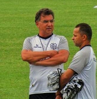 Técnico Estevam Soares é demitido do Central e Catende assume