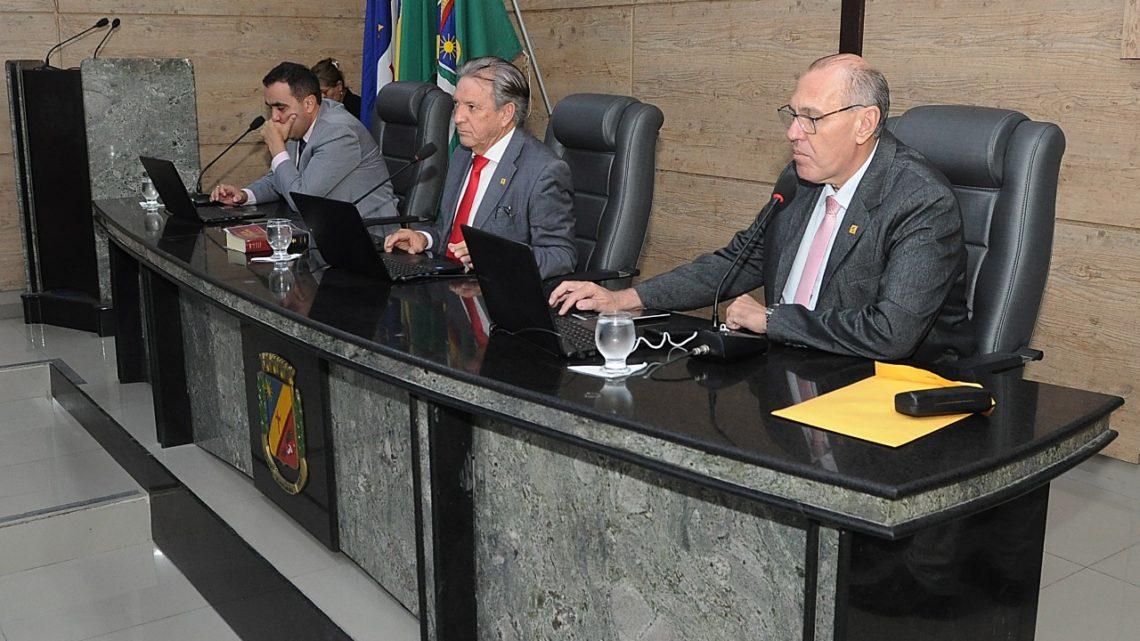 Câmara de Caruaru discute transporte alternativo, comidas gigantes e segurança no São João durante reunião