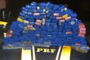PRF apreende 116 quilos de maconha na BR-232, em Gravatá