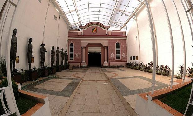 Câmara de Caruaru já pagou a primeira parte do 13° salário dos servidores da casa