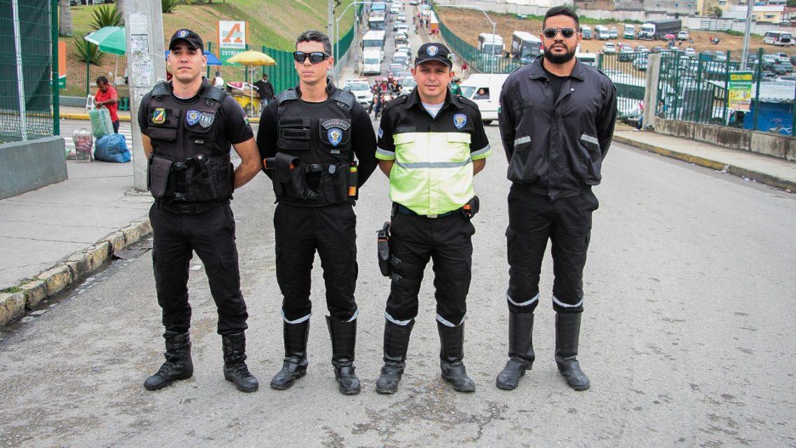 Trânsito de Caruaru ganha reforço com orientadores nas principais vias