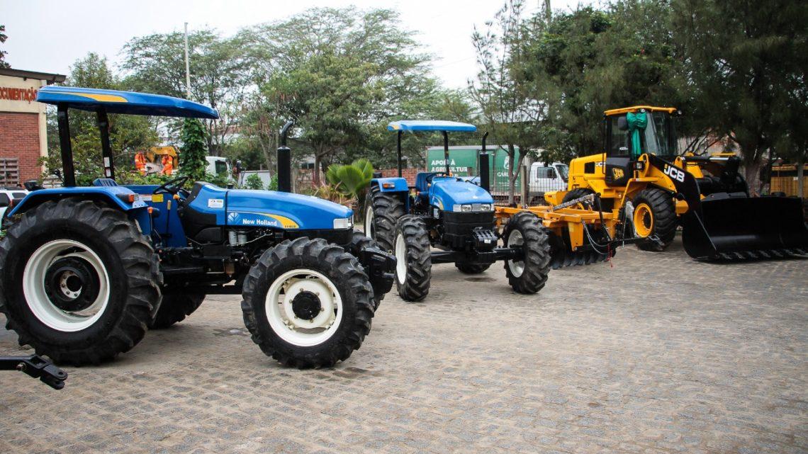 Prefeitura de Caruaru entrega equipamentos e máquinas agrícolas