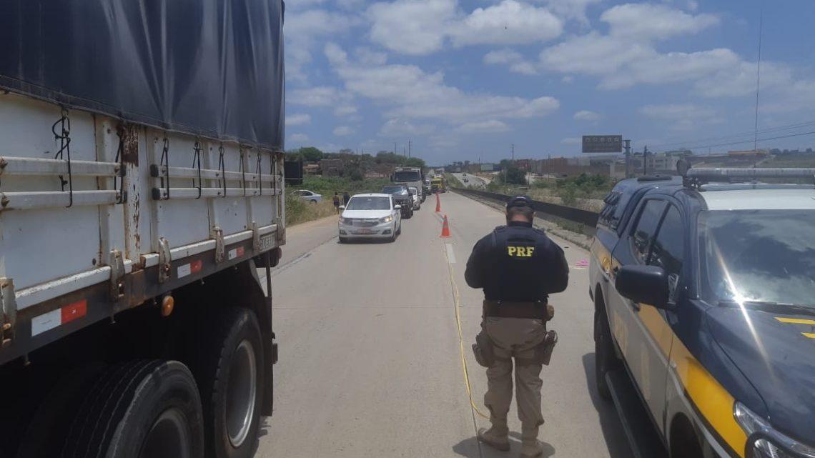 Mulher morre atropelada na BR-232 em Caruaru