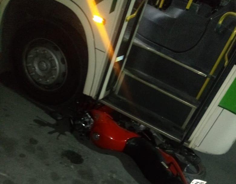 Colisão entre ônibus e moto com vítima fatal em Caruaru