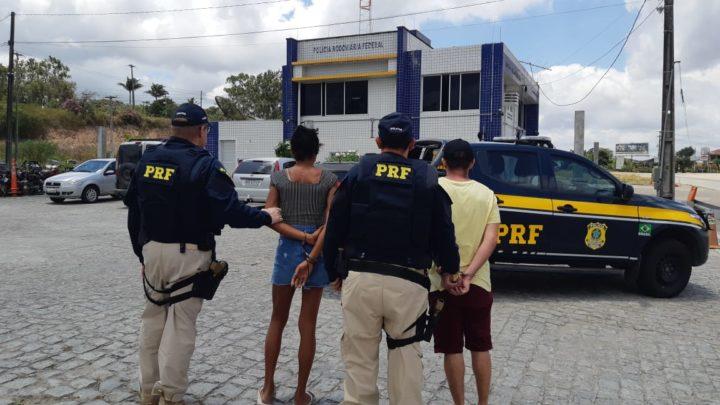 Casal é detido com carro roubado na BR 232, em Gravatá