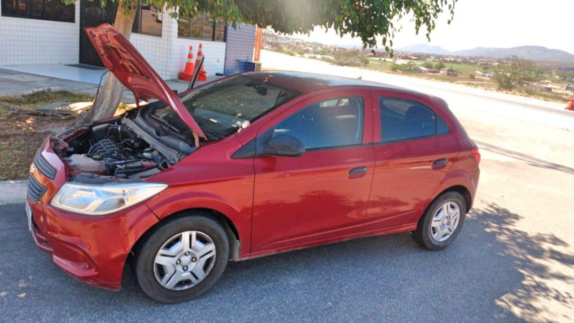 Carro clonado é recuperado com ajuda de vítima em Caruaru