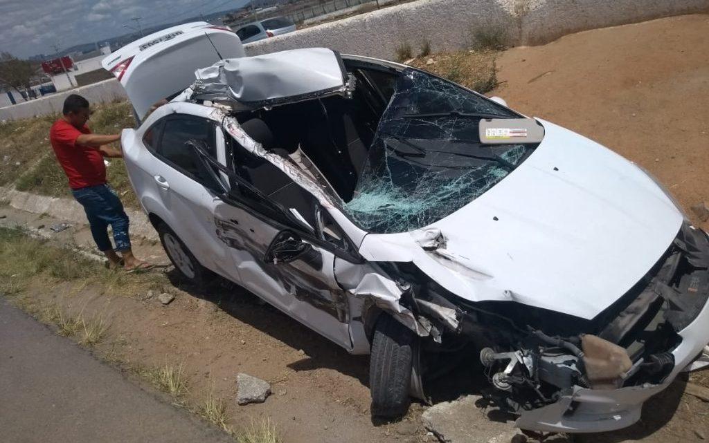 Motorista fica ferido em acidente na BR-104 em Caruaru