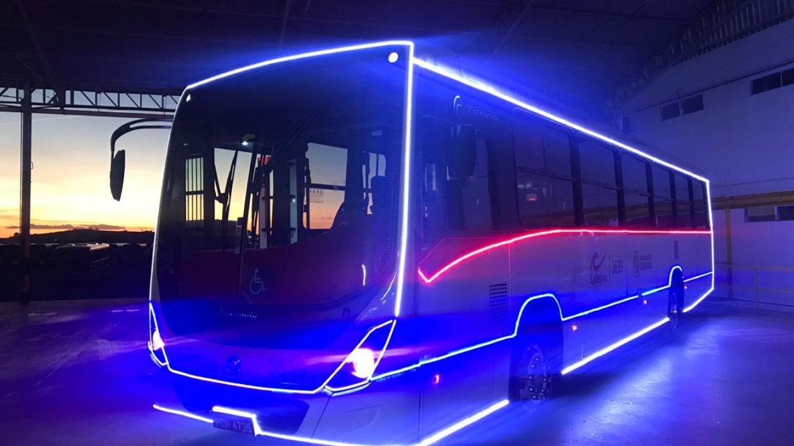 Coletivo Turismo circula com Ônibus do Natal Iluminado