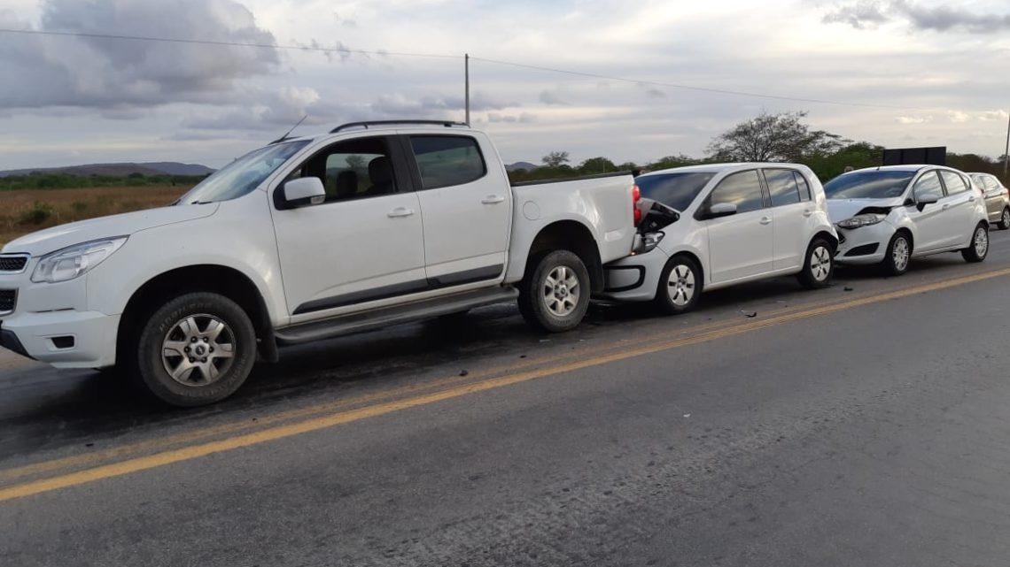 Engavetamento envolvido três veículos na BR-423 em Cachoeira