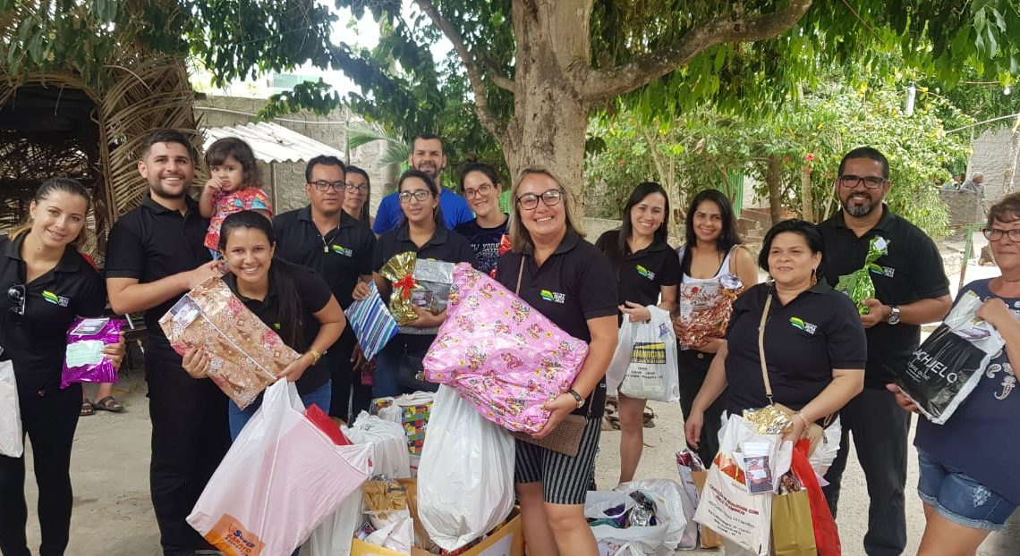 Associação Irmã Júlia entrega presentes de Natal doados para idosos de Bezerros-PE