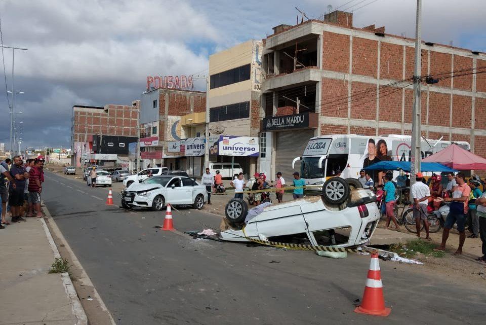 Colisão entre dois carros com vítima fatal na PE-160 em Santa Cruz do Capibaribe