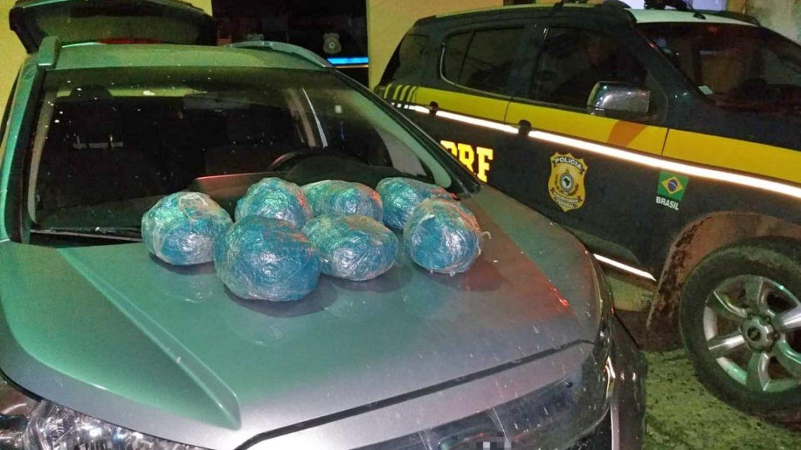 Maconha é apreendida em fundo falso de carro roubado em São Caitano