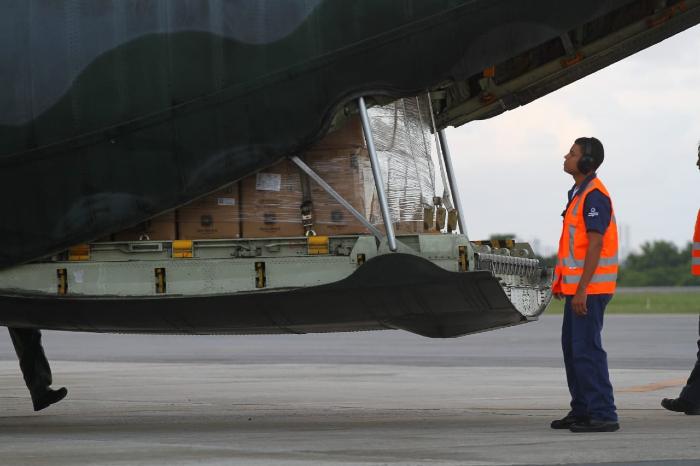 Avião da FAB desembarca no Recife com nove toneladas de materiais de saúde