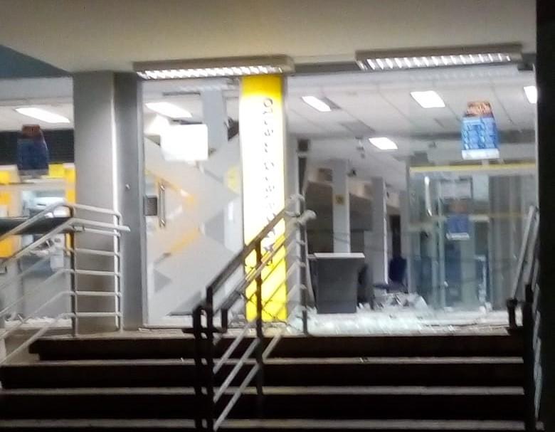 Quadrilha explode duas agências bancárias em Catende