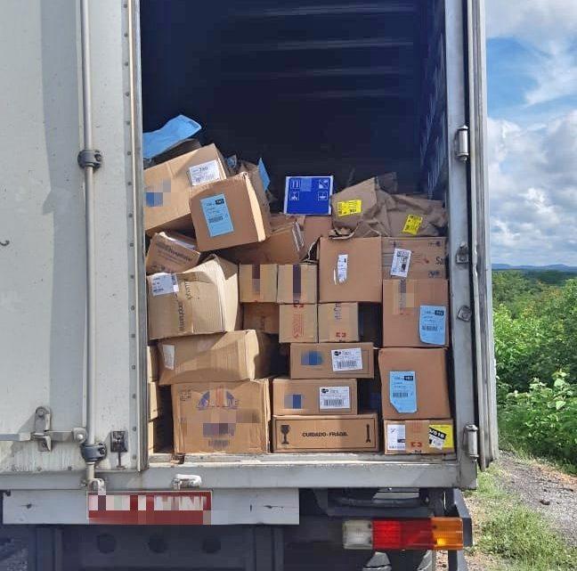 Caminhões carregados com remédios roubados são recuperados em Pernambuco