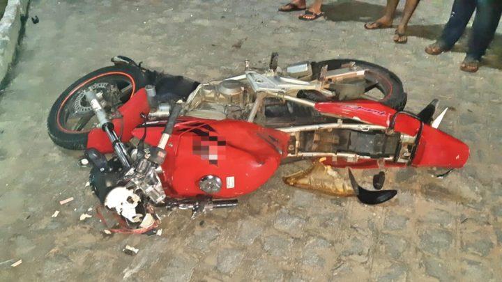 Colisão entre moto e caminhão com vítima fatal na BR-104 em Agrestina-PE