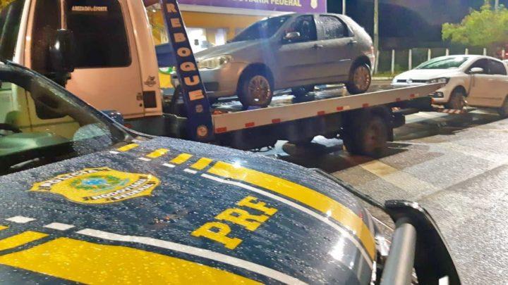 Carros roubados são recuperados na BR 423 e um deles seria entregue em Caruaru