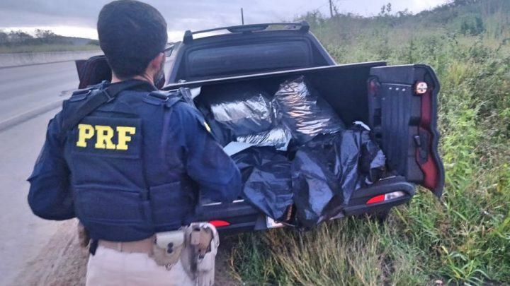 PRF apreende caminhonete roubada com 173 Kg de maconha em São Caitano