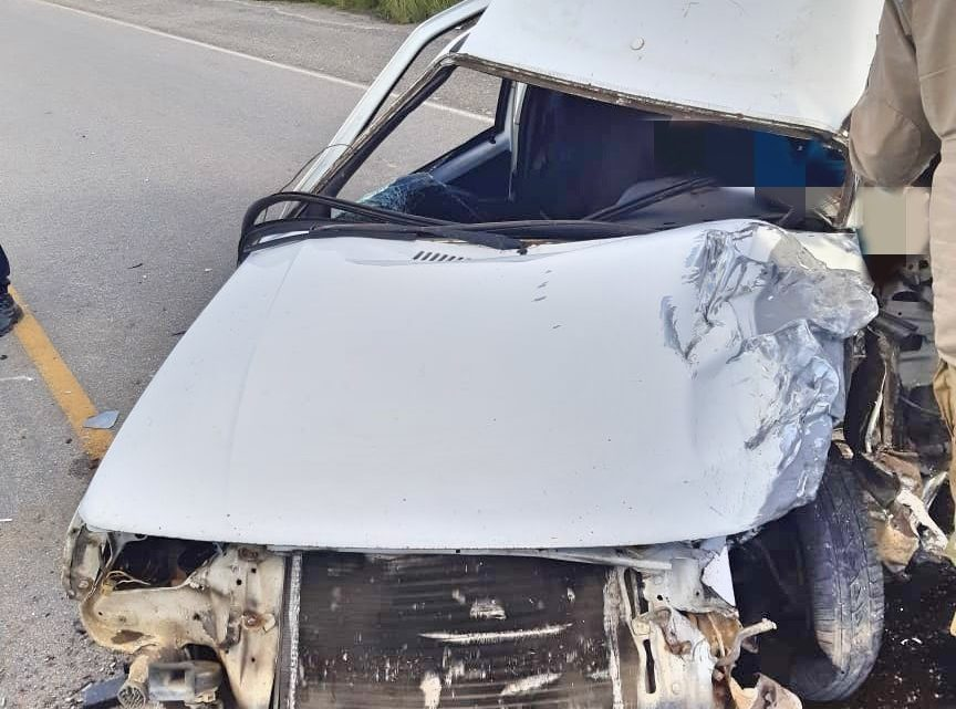 Colisão frontal deixa motorista ferido na BR-104 em Agrestina-PE