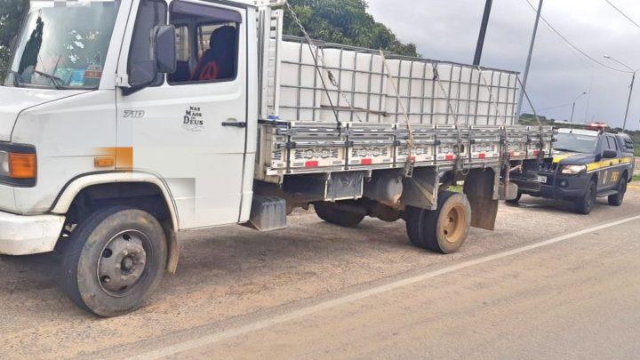 PRF flagra adolescente de 13 anos dirigindo caminhão em Caruaru