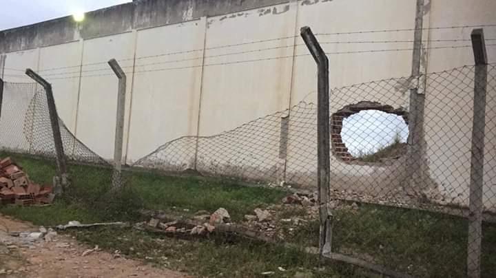 Explosão em muro da Penitenciária de Limoeiro e resgate de detentos nesta quinta (9)
