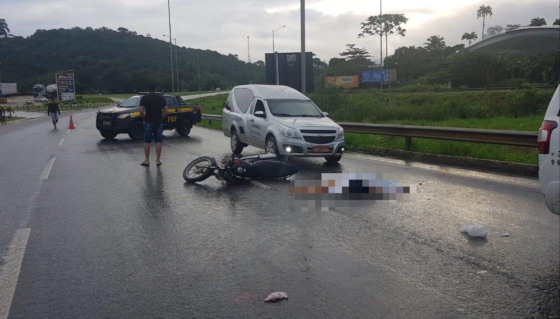 Mulher morre em acidente na BR-101 em Palmares