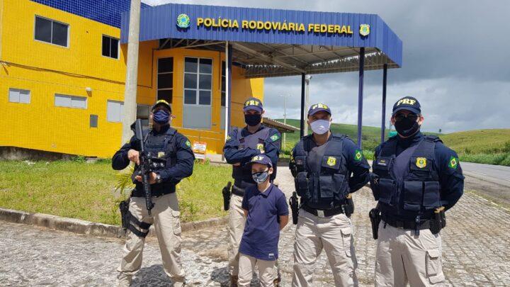 Menino que sonha em ser PRF comemora aniversário com policiais em Água Preta-PE