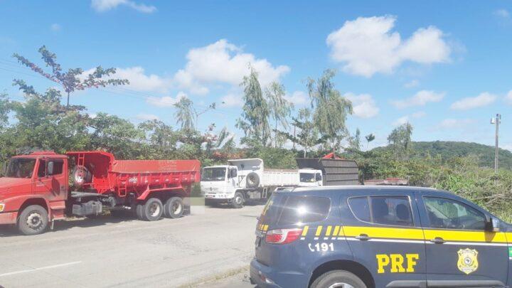 Fiscalização recolhe 21 veículos de carga irregulares na BR 232