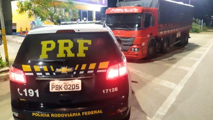 Caminhão com 37 toneladas de milho sem nota fiscal é retido na BR 423 em Pernambuco