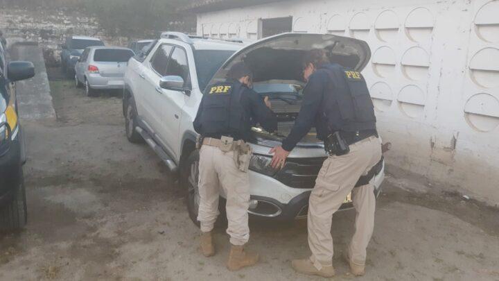 Homens são flagrados com armas e caminhonete roubada em Caruaru