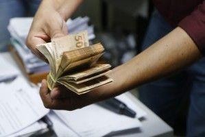 Bolsonaro anuncia Auxílio Emergencial de R$ 300 por mais 4 meses