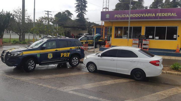 Criança é encontrada pela PRF sem os pais dentro de carro roubado na BR 423 em Pernambuco