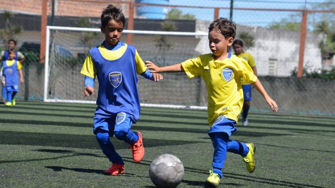 Escola de futebol do Caruaru City retorna com os treinos coletivos em todas as categorias