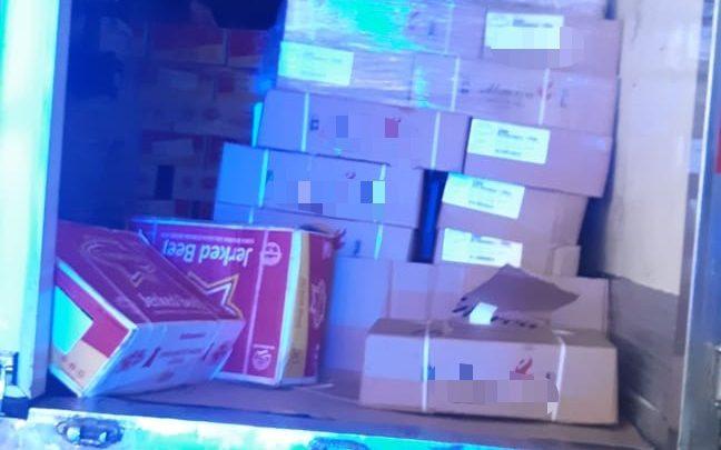 Carga de carne roubada é recuperada em Pernambuco; Populares saqueiam parte da mercadoria