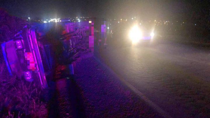 Colisão frontal entre Toyota e carro na BR 104 deixa mulher morta e feridos