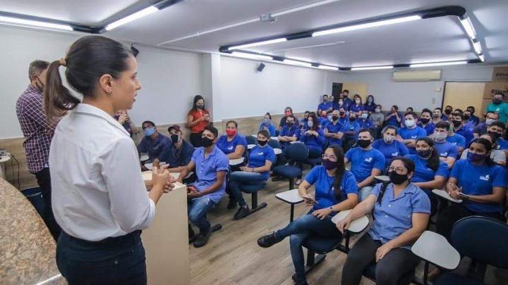 Raquel Lyra diáloga com funcionários de fábricas no Distrito Industrial de Caruaru