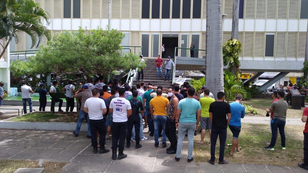 Guardas municipais de Caruaru voltam a realizar ato na prefeitura