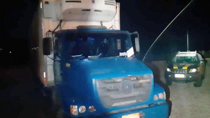 Caminhão carregado com charque roubada é recuperado pela PRF na BR 232