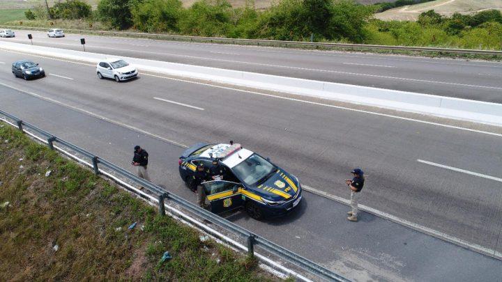 Operação da PRF recupera 28 veículos roubados e detém 34 pessoas em Pernambuco