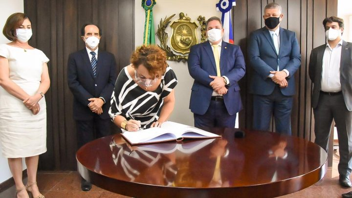 Laura Gomes toma posse como deputada estadual