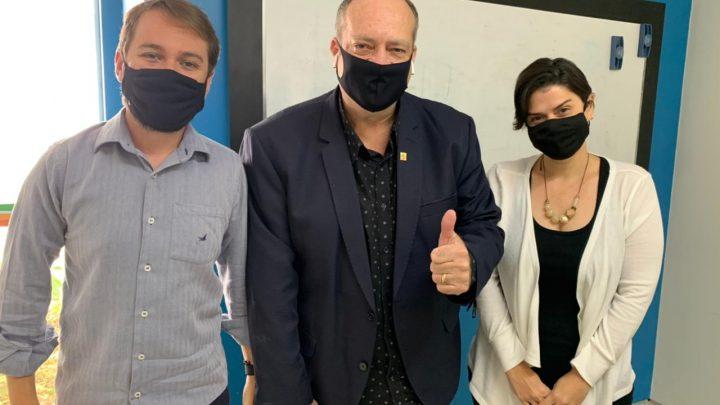 Vereador Jorge Quintino visita mais duas secretarias municipais de Caruaru