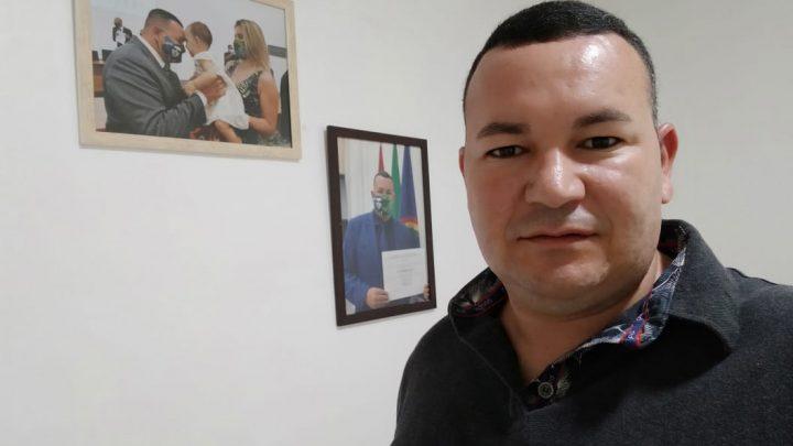 Vereador Cabo Cardoso solicita lombadas reparos no calçamento e melhoria no abastecimento de água