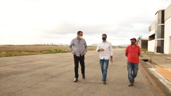 Lessa visita Aeroporto de Caruaru