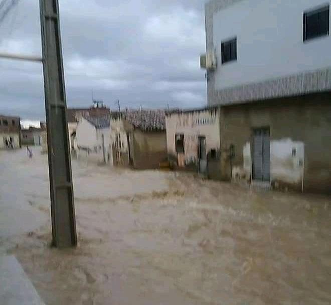 Chuva forte causa alagamentos em Sanharó nesse sábado (27)