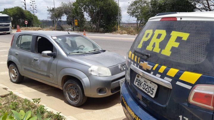 Carro roubado em 2014 em Caruaru é recuperado em Garanhuns e motorista é detido