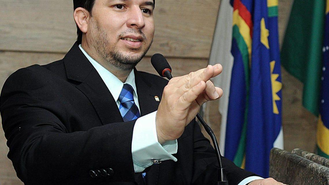 Fagner Fernandes quer  exibição obrigatória de rótulo e seringa durante aplicação de vacinas em Caruaru