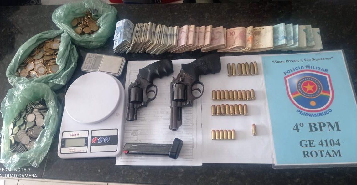 Polícia Militar prende dupla e apreende duas armas de fogo em Caruaru