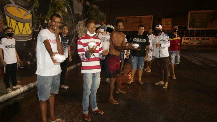 Torcida Comando Alvinegro comemora seus 21 anos com ação social em Caruaru