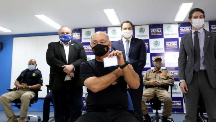 Profissionais da segurança começam a ser imunizados em Pernambuco